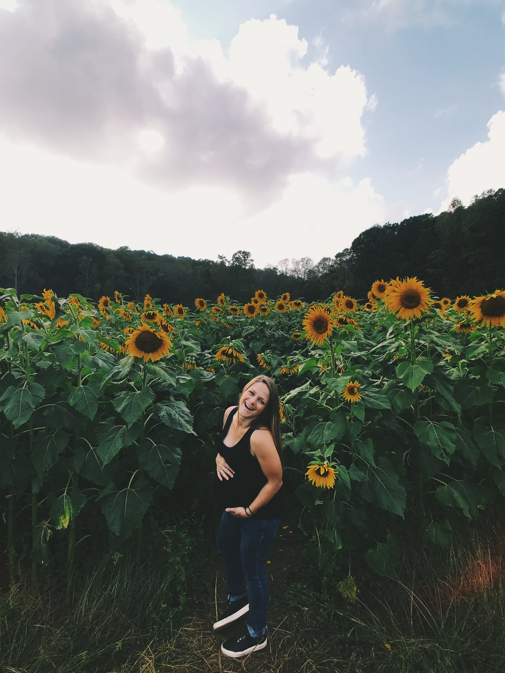 A little birthday snap in a sunflower field by my love  @patrickkolts