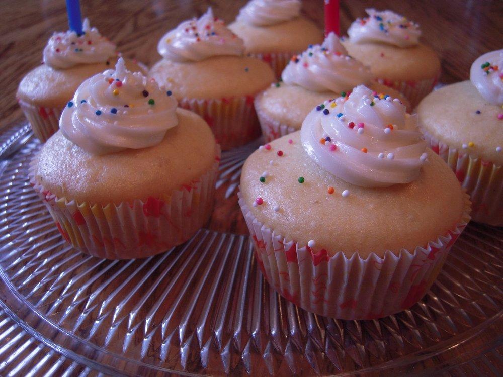 birthday cupcakes vanilla
