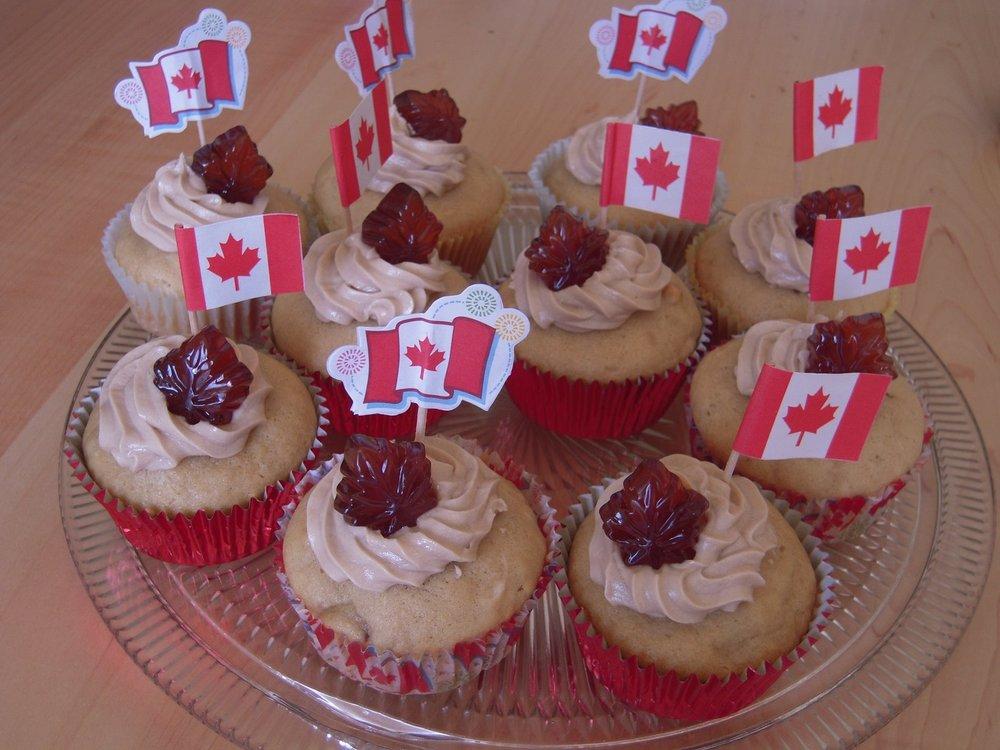 vegan canada day cupcakes