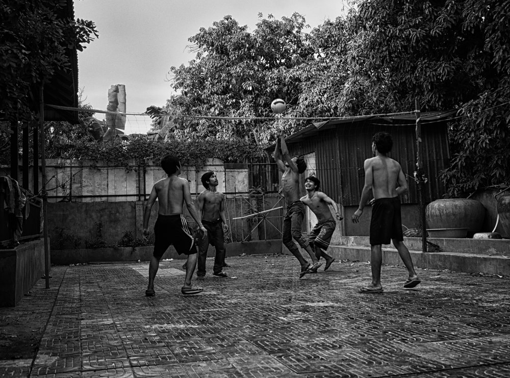 Musings by the Glass - Visual Musings - Backyard Volleyball in Phnom Pehn Cambodia