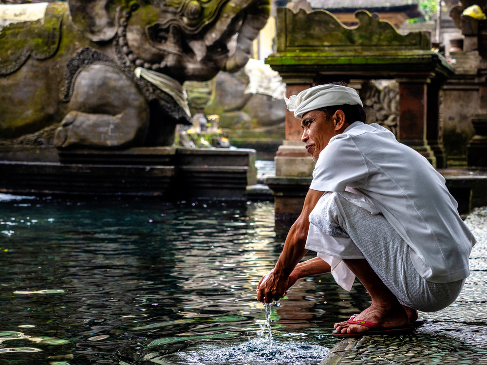 Musings by the Glass - Bali Photo Essay - Temple Clensing