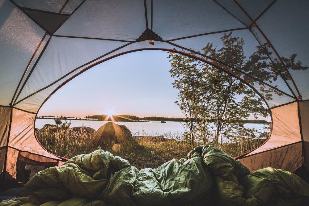 Täydellinen leiripaikka yöksi. Tuon matalammalle aurinko ei juuri yön aikana enää laskenutkaan!