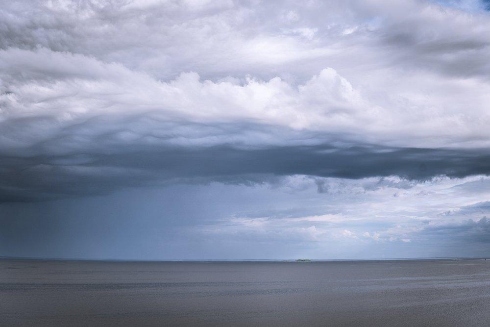Erilaisia pilviä horisontissa. Tällä hetkellä olimme matalapaineen keskuksessa.
