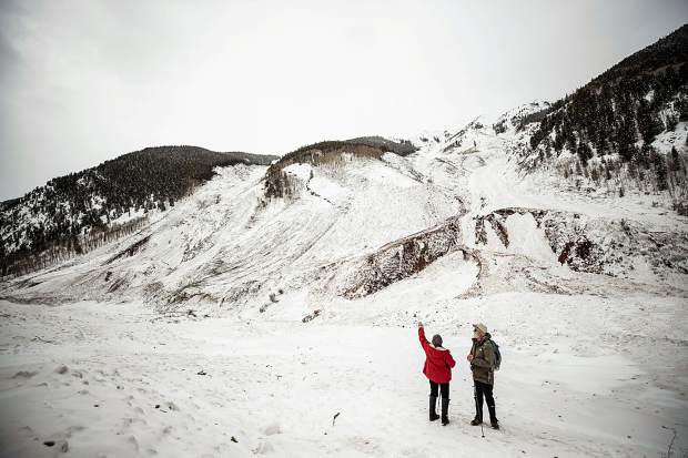 Anna Stonehouse/The Aspen Times | Avalanche expert Art Mears and his wife, Paula Lehr, check out the avalanche path that started on Highlands Ridge.