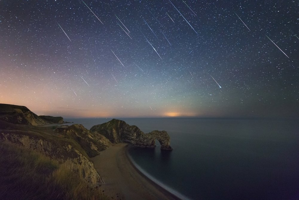 3 hours of Perseids meteors above Durdle Door, Dorset