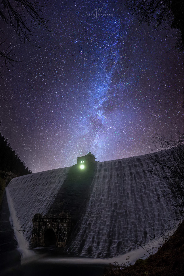 Pen y Garreg Dam, Elan Valley   (   f/2.2   /   25 secs   /   ISO12,800   /   4-shot panorama   )