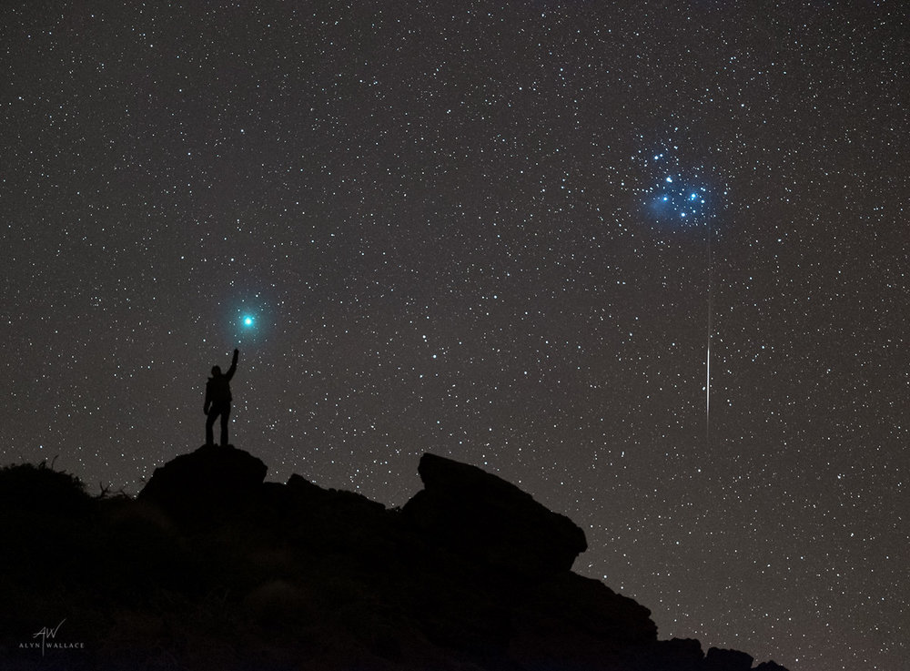Person-Comet-46P-Wirtanen-Pleiades-Meteor.jpg
