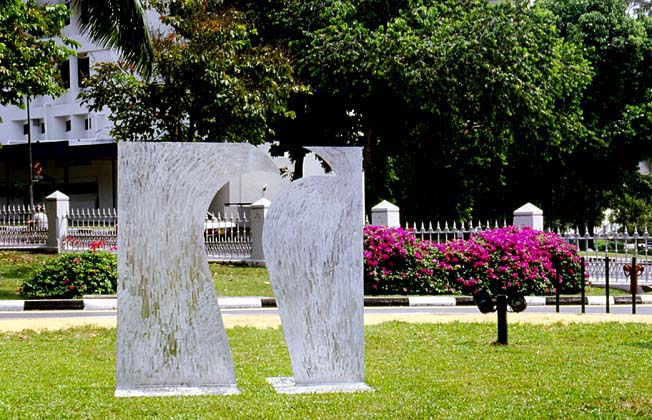 Fleeting Passion or True Love?  1991, aluminum, 7x7x4 ft  National Museum of Singapore
