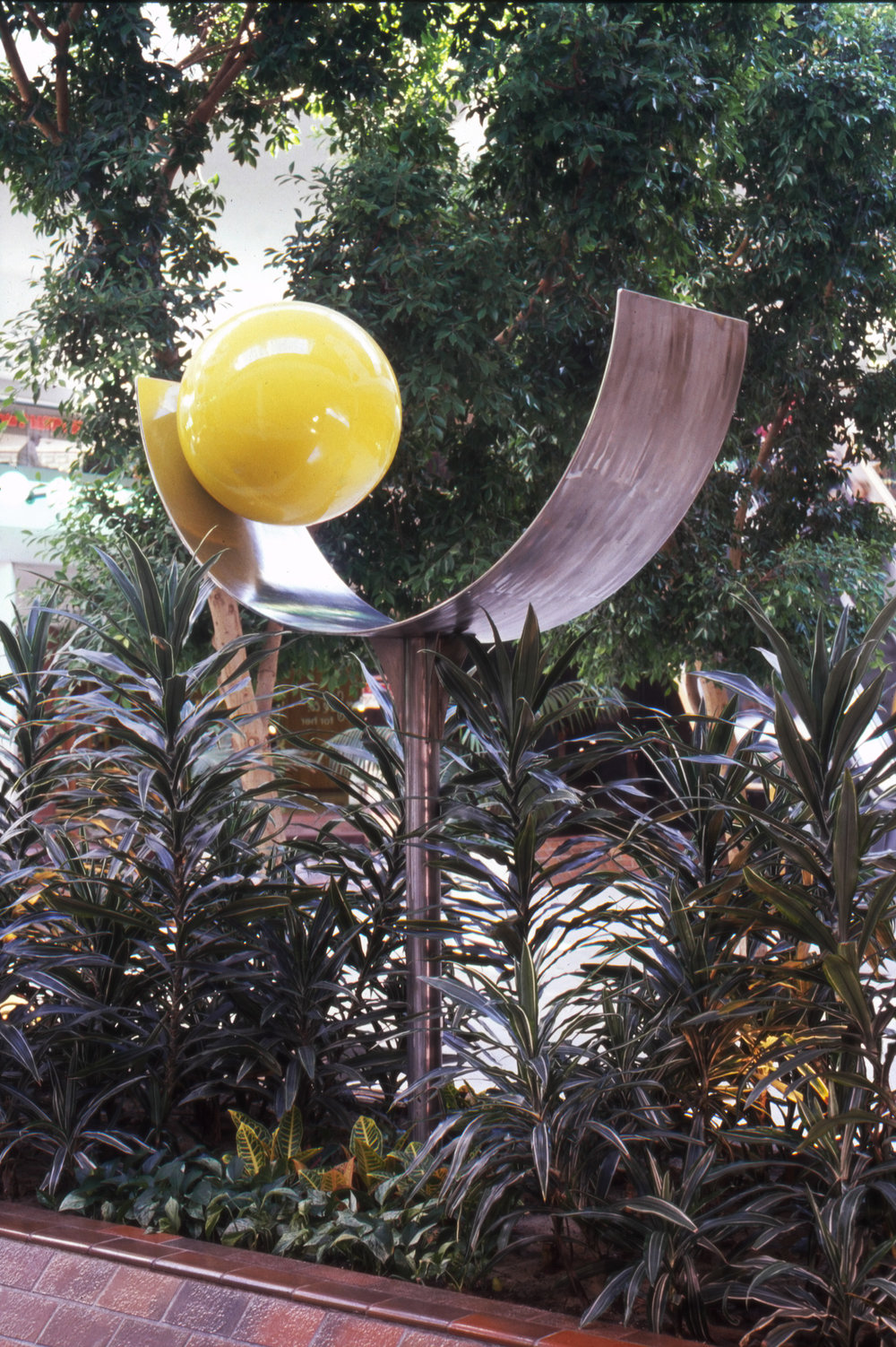 Yellow Ball 1975, stainless steel and aluminum, 72x60x24 in