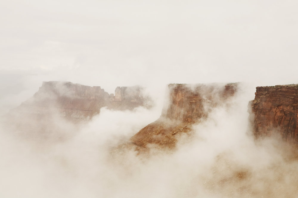 100_Canyonlandsinfog_7333.jpg