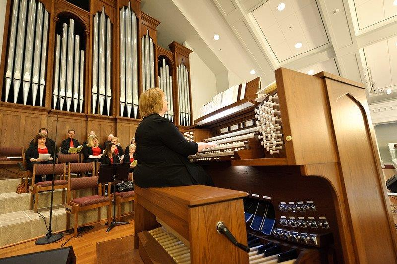 Messiah Lutheran, Plano . 4 manual pipe-combination organ with  Robert L. Sipe, organbuilers .