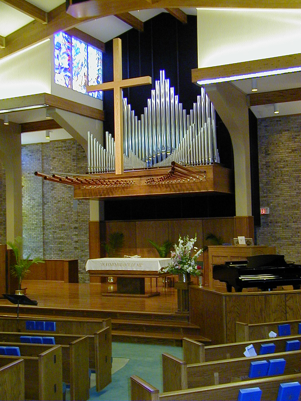 First Presbyterian, Ricahardson . 3 manual pipe-combination organ done with  Reuter .