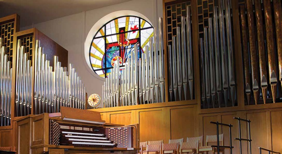 Lamb of God Lutheran, Flower Mound .  4 manual combination organ with  Robert L. Sipe, organbuilers .