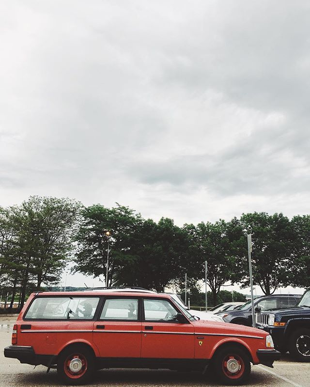 Peoria, IL your people are super nice, bbq is outta sight and at least one person is living my dream in this salty whip. #volvo240