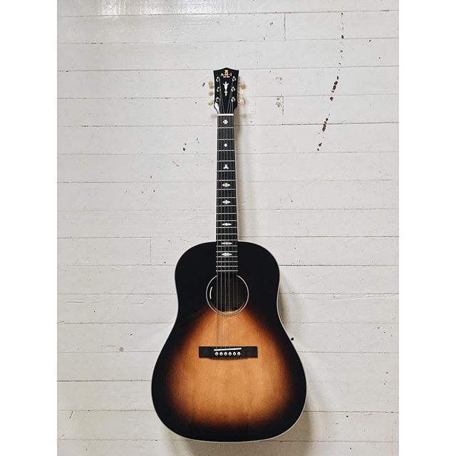 We are truly living in the golden age of cool guitars that are attainable for the everyday artist. I'm excited to be working with the terrific folks at @ami_acoustic_guitars and bumping this tasty little slope shoulder on my upcoming tours • Shoutout to my fav local shop @indstringtheory for introducing me + you'll hear this little beast Thursday night at our sold out show w/ @towrsmusic in Indianapolis ✌🏼#indianapolis #geartalk