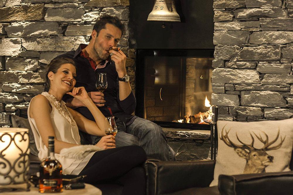 Hotel-LaVal-Brigels-KULINARIK-Smokers-Lounge-03.jpg