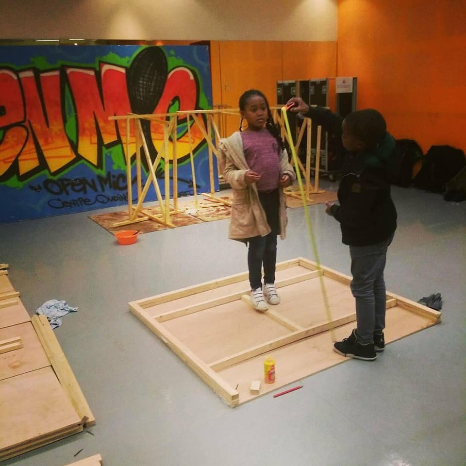 Le défit de ce projet: faire travailler des enfants de 12 à 17 ans