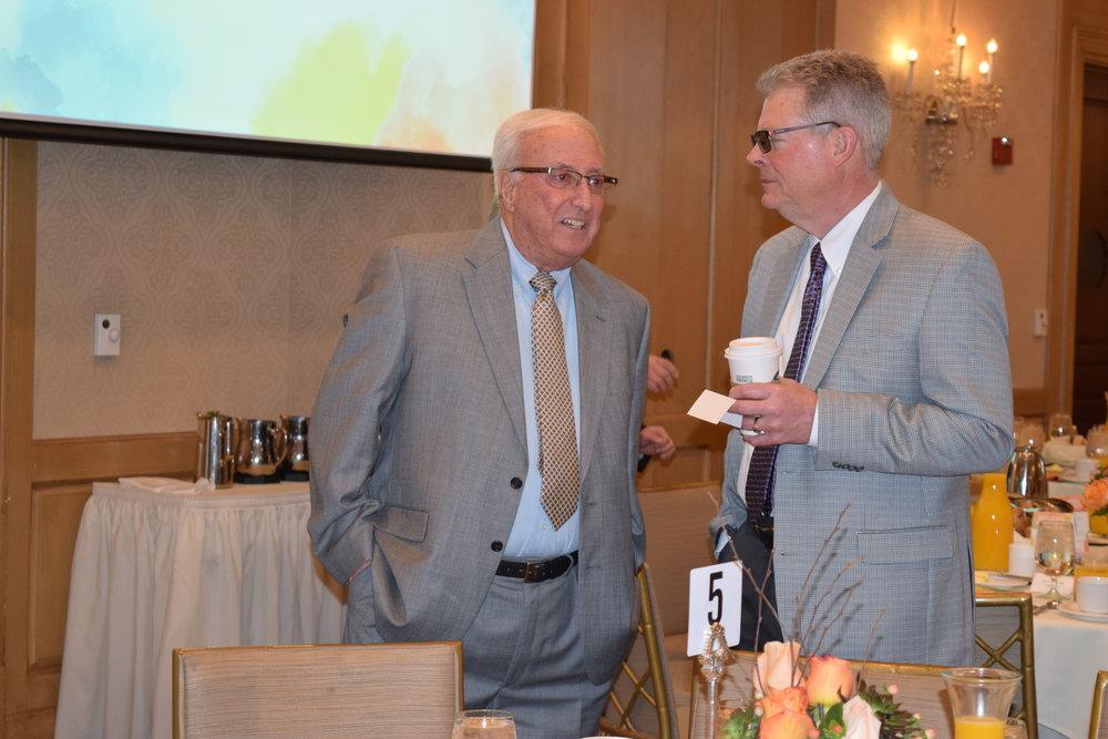 Gary Johnson, president of Plante Moran Trust, speaks to an attendee.