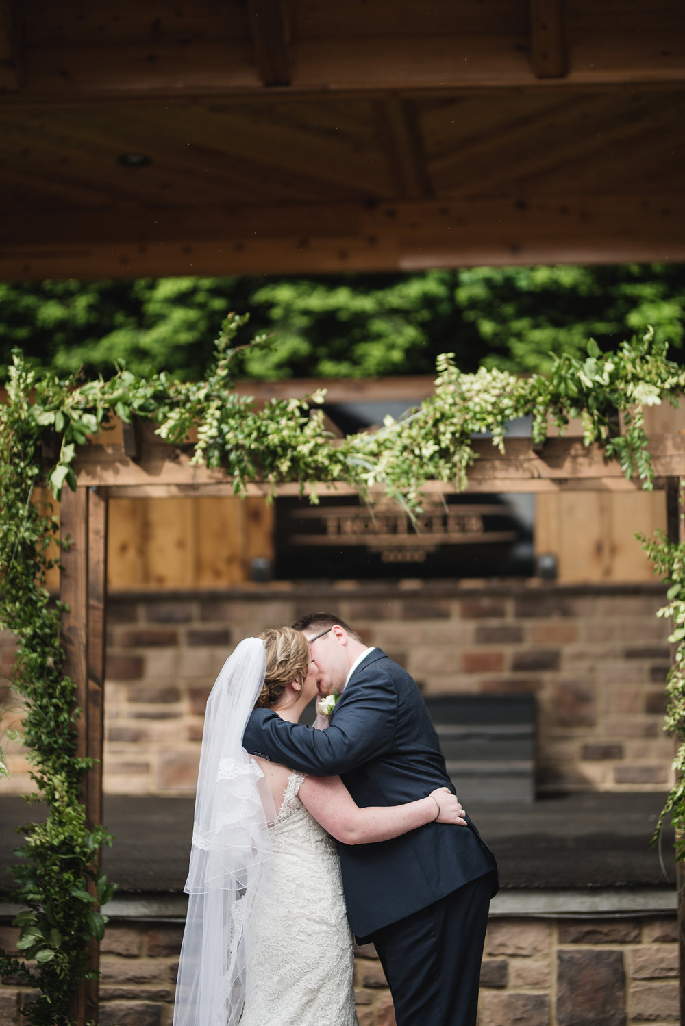columbus wedding photographer kiss at ceremony