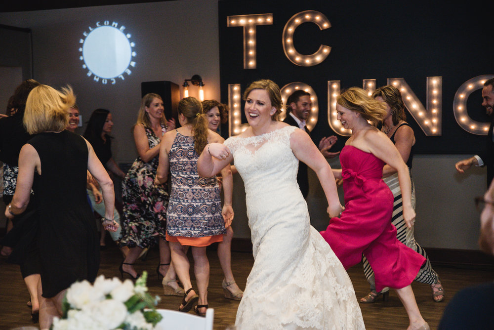 bride dancing in flash mob at wedding columbus ohio