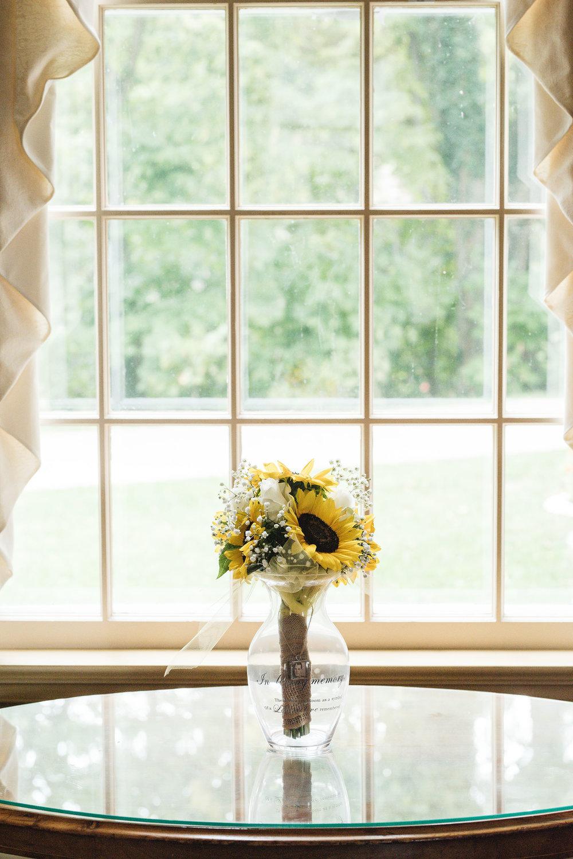 bride bouquet photo wedding at little brook meadows in lancaster ohio