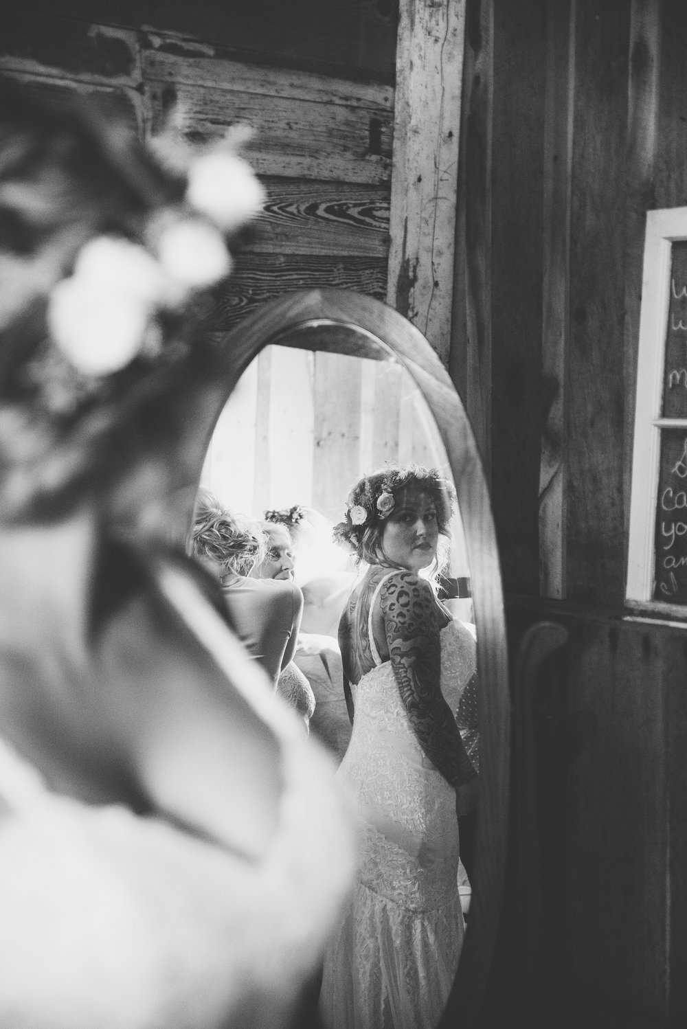 bride getting ready for wedding at columbus ohio barn