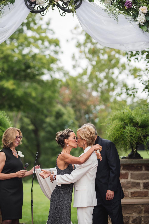 nelsonville ohio wedding photographer stuart's opera house