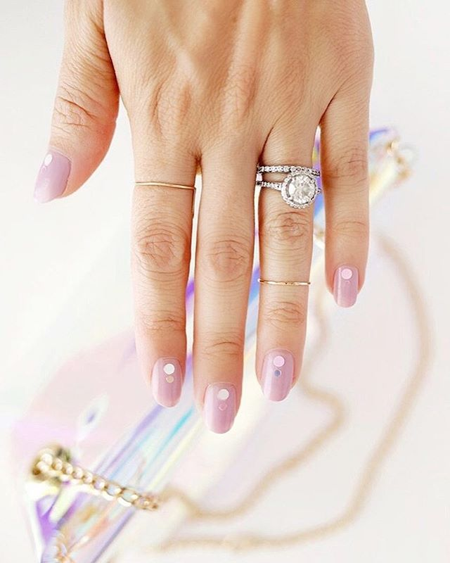 Raise your hand if you luv this mani 🙋🏻 | haven't tried any nail art designs lately? ask our gals about our nail art upgrades, we'll take your nail game from 0 to 100 real quick. Scout's honour! 💅🏼