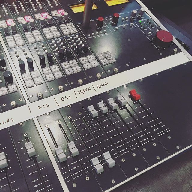 Recording session! 🤘🤘 @skaarvband #oceansoundrecordings #momentium #squwætt #sludge
