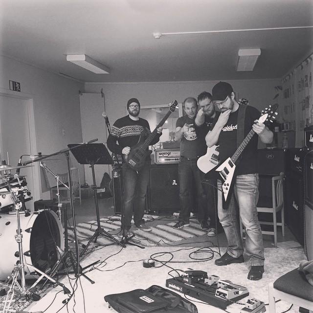 Celebraiting 500 likes on facebook.com/skaarv #skaarv #sludge #stoner #squwætt #sandøyrock #stoneharbour #seedofjustice #sludgebunnies #harøy #metal #fiddle #fjøre #quiddle #pyro #wizards #rehearsal #marshall #gibson #ampeg #orange #DW #zildjian #pearl #drbeat