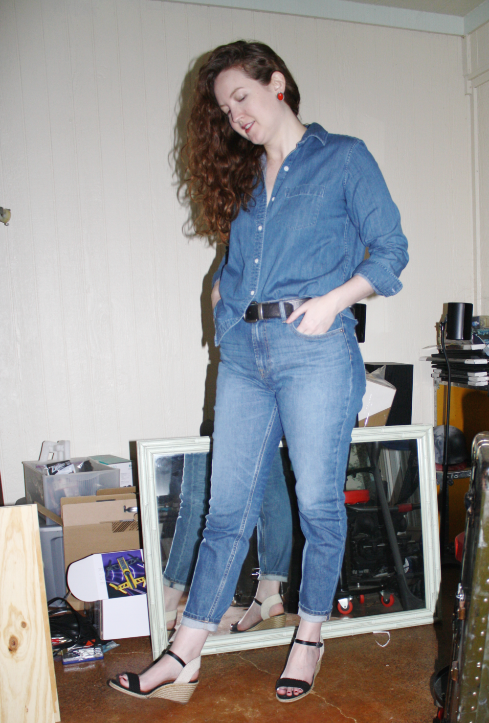 What do I wear to rock my 30s anything you want Grana denim button down Everlane High Rise Skinny denim Lucky wedges red earrings