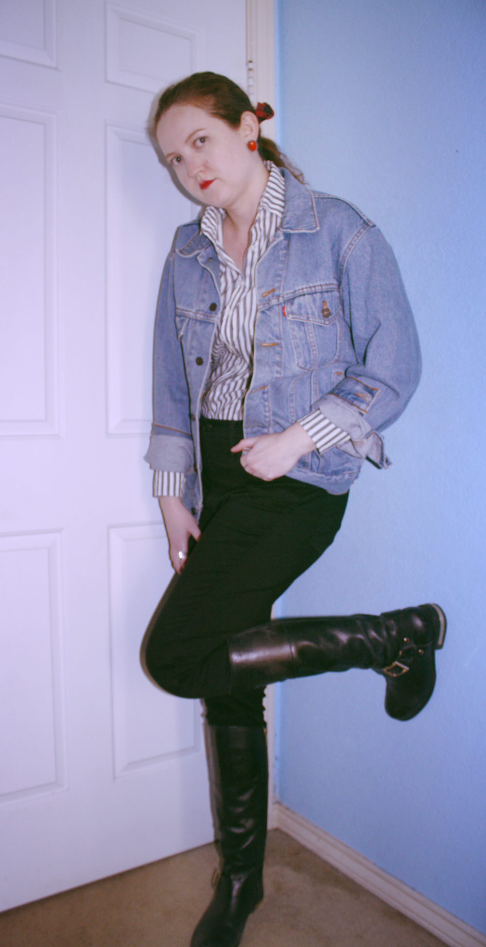 Last Minute Outfits for New Year's Eve Tomboy chic Tradlands striped button down Levi's vintage denim jacket Madewell black skinny jeans Vince Camuto black boots.png
