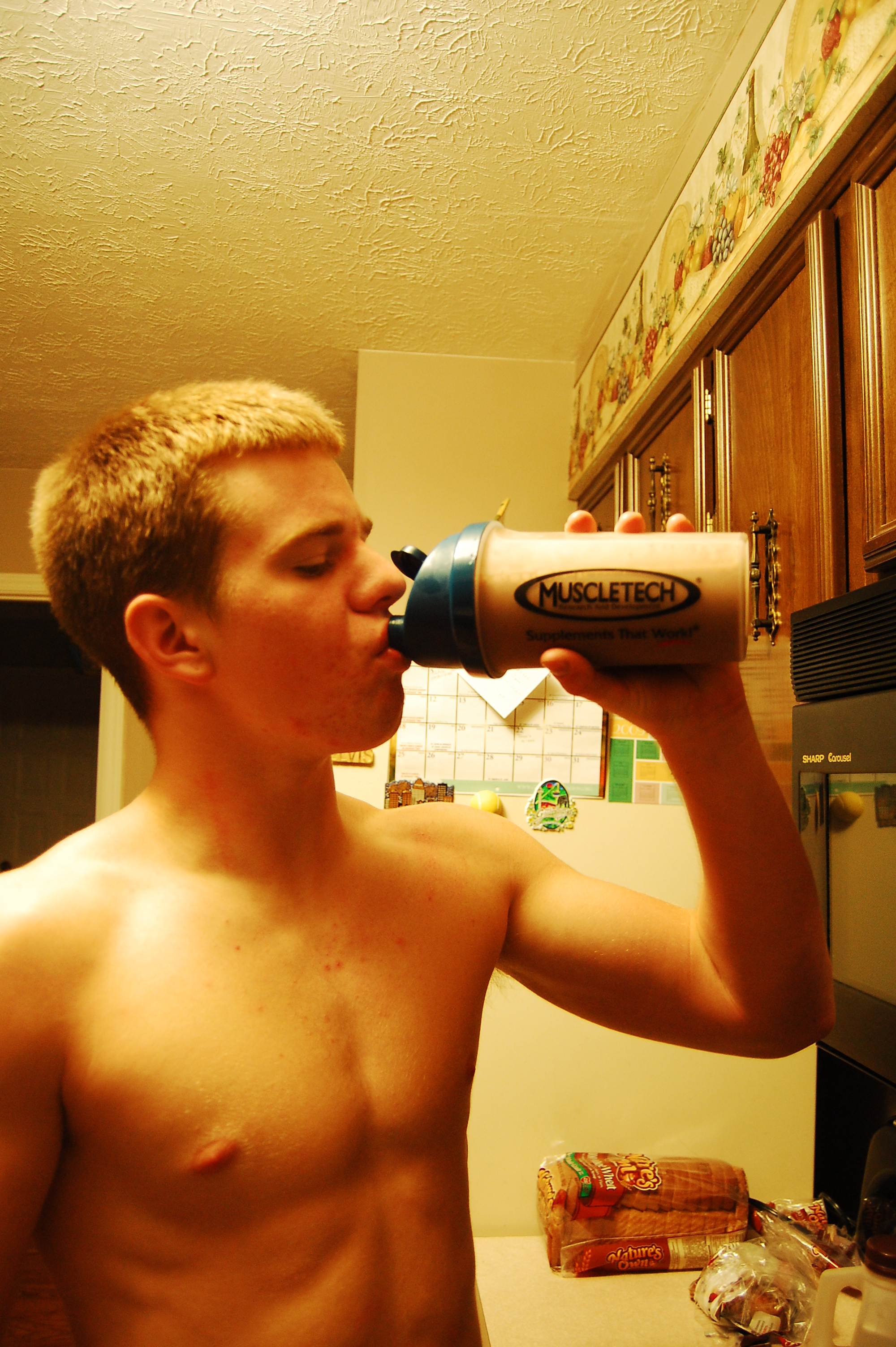 Protein shakes contain amino acids, which aids mental performance and promotes fat loss.