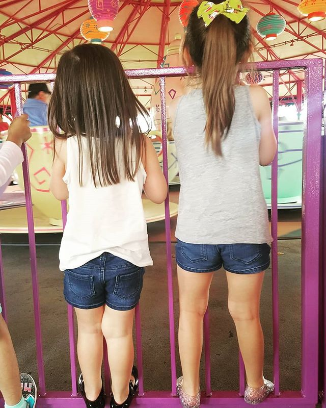 Disney weekends really are the best. Jasmine, Aladdin, Rapunzel, Tiana. Eating around the World. Cake pops and caramel-chocolate apples and dancing with Elastic Girl. . . . #gadourygirlslovesdisney #waltdisneyworld #epcot #magickingdom #familytriptodisney #disneyfamily #disney #weekendvibes #weekend