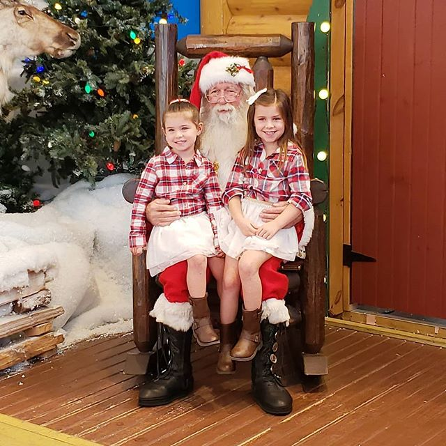 Santa visit was a success! Macie voluntarily chatted with Santa and sat in his lap! I consider that a success! New blog post up, link in profile! . . . #christmasspirit #Christmas #Christmas2018 #santa #santaclausiscomingtotown #bassproshopssanta #henleynicole #maciepaige #meredithnicoleholidays #meredithnicoleblog #blogger #blog #bloggermom