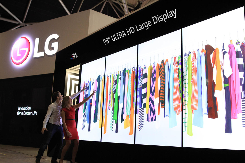 LG_98-inch_ULTRA_HD_Digital_Signage_02_ISE_2015.jpg