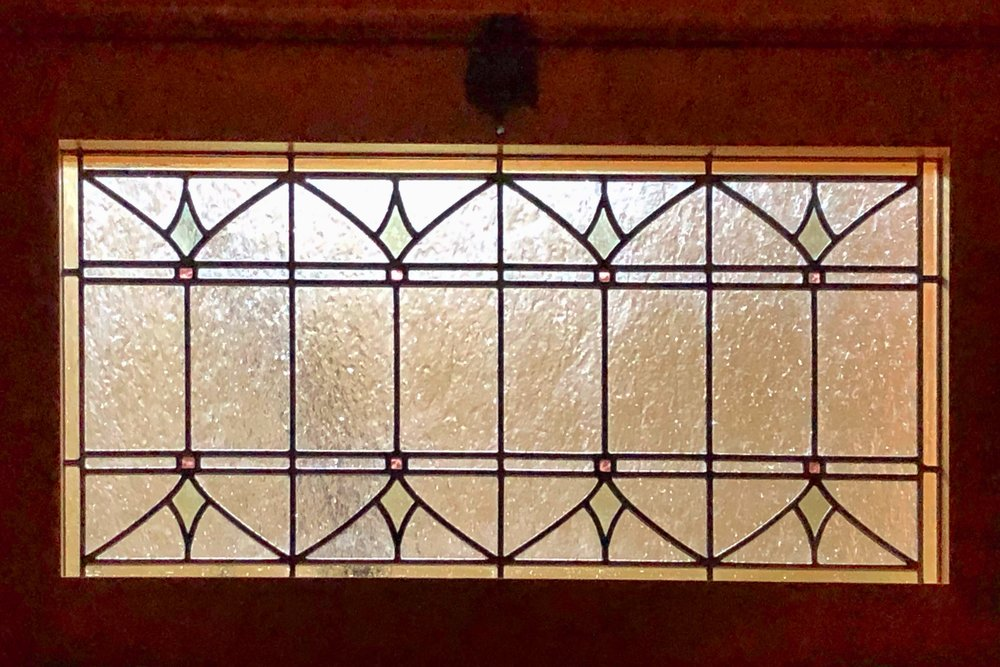 leaded glass stained glass art glass bay area custom design legacy glass studios design transom craftsman green red clear texture geometric vecchio.jpg