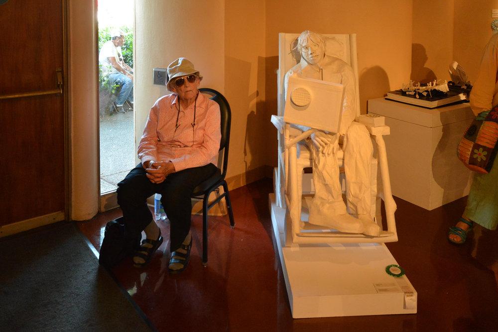 19-Old-lady-statue-1-9999.jpg
