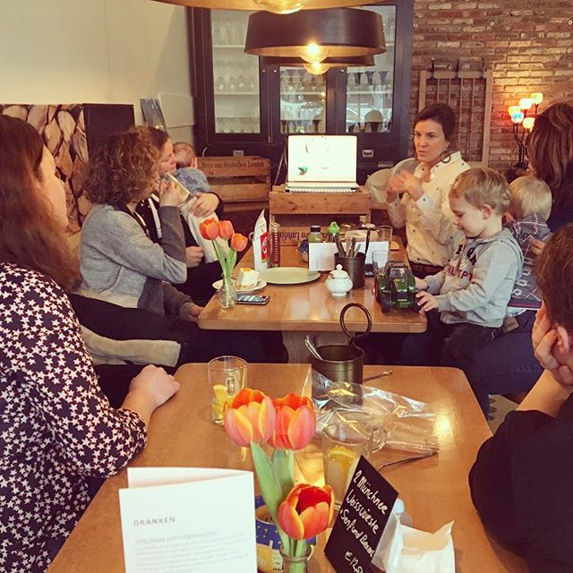"Today's workshop ""How to raise sugar-free kids"" was great.  A small group of healthminded mums and their ""sweet"" kids gathered around coffee, tea, and delicious low sugar pies at the super cozy @wiebkes_weihnachten.  We talked about the dangers of sugar, the best sugar alternatives, and how to recognize and avoid hidden sugars. Did you know the average daily sugar intake in The Netherlands is around 30 teaspoons per person? And kids consume even more than that 😱. Thanks Jonge Ouders in Amstelveen for organizing, and Wiebke for hosting. #sugarfree #sugarfreemoms #mamacafe #jongeoudersinamstelveen #nutritionworkshop #amstelveen #amstelveenz #stadspleinamstelveen #stadshartamstelveen"