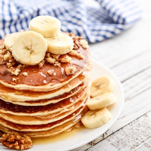 4-ingredients banana pancakes.  Watch my story today to see how easy it is to make these delicious pancakes, or click the link in my bio.  For breakfast or snacks, rich in protein and fiber and sooooo delicious 😋. Made with banana, rolled oats, eggs, and a splash of milk. No sugar, no gluten (if using gf oats), no dairy (if using plant-based milk). #pancakes #bananapancakes #bananaoatpancakes #4ingredients #4ingredientskids #wholefoods #kidsbreakfast #healthybreakfast #easybreakfast #sugarfree #nosugar #sugarfreebreakfast #sugarfreesnack #paleobreakfast #paleorecipe #paleosnavk #paleopancakes #paleobananapancakes #nutritionist #healthykids #healthymom #healthyfamily #goodnesst #mygoodnesst