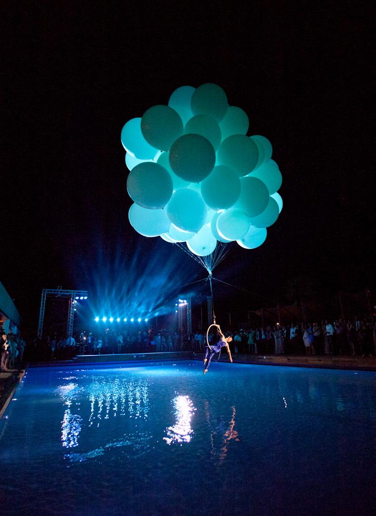 для них странные светящиеся шары под водой фото механический тормоз