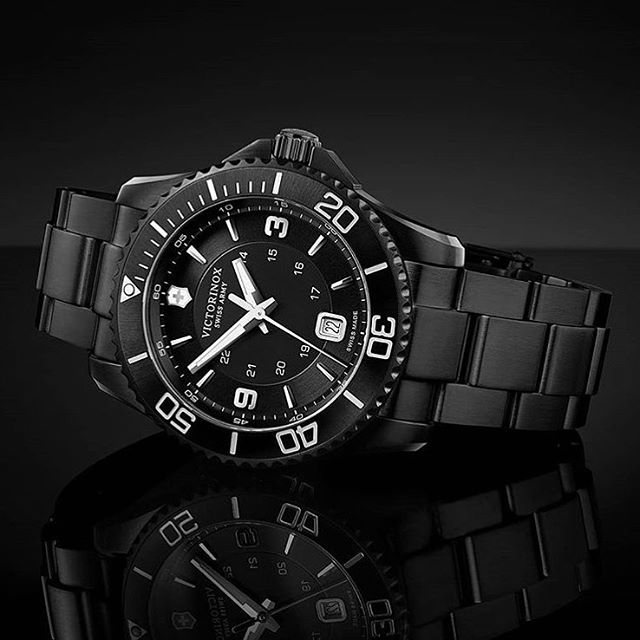 Black Friday?? Luckily not yet.. 😂We just wanted to show you our new all black Maverick with a solid steel PVD bracelet⚫️⚫️🔝Do you like it?