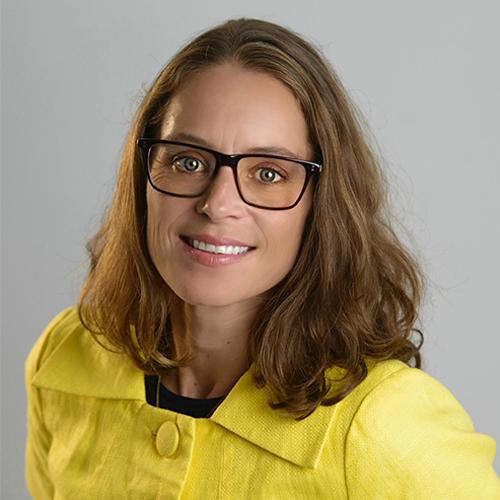 Typemøte med en 6er:Den spørsmålstillende internettdetektiven - Karina Hillestad er Tekstforfatter og konseptutvikler og opptatt av god kommunikasjon, både når hun skriver og jobber med kommunikasjon mellom mennesker.