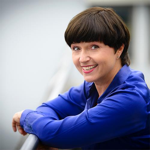 Typemøte med en 8er:Kristin Aase, Den engasjerte utfordreren - Kristin Aase er statsviter, har lang erfaring som leder og har jobbet i politikk, media og departement. Nå brenner hun for å skape psykologisk trygghet hos ledere, medarbeider og team.