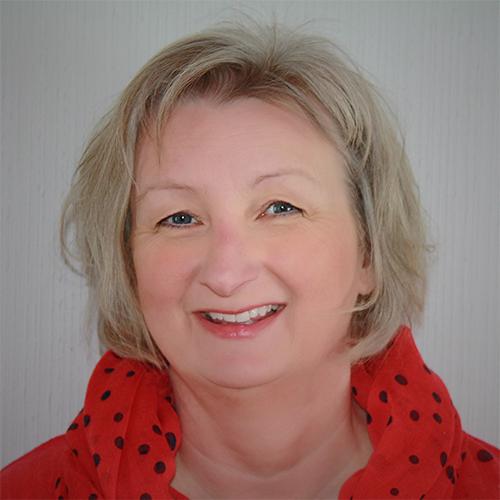Typemøte med en 2er:Den omsorgsfulle entusiasten - Dorthe Lie er eier og stifter av ennea,samt medstifter av IEA-Norge, den norske avdeling av The Internasjonal Enneagram Assosiation. Hun er en erfaren foredragsholder og forfatter og snakker om alvorlige tema med glimt i øyet, stor innlevelse og en god porsjon selvironi.