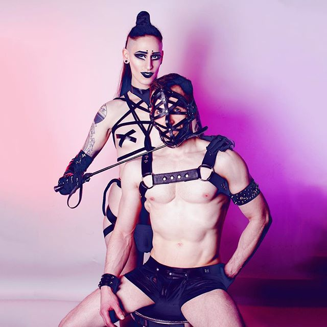 Queens of the Night, it's almost time to RAVE ⛓👽⛓ KLUBNACHT: Saturday April 7 📸: @graphandflo ft @francoisguimond  Mask: @zanabayne  Ropes: @twistedmonk  Gear: @ilboleromontreal  #queer #techno #rave #raveoutfit #transsexual #mtlnightlife
