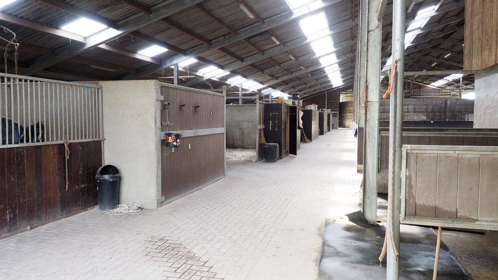 Wasplaatsen warm en koud | stalling rechterzijde