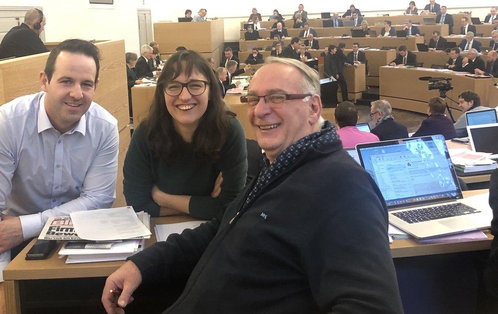 Fröhlich mit vielen Zahlen: Flurin Burkard (Waltenschwil), Viviane Hösli (Zofingen) und Kurt Emmenegger (Baden)