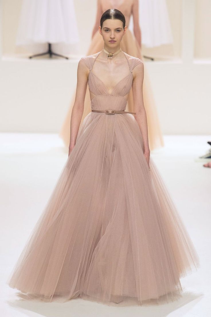Sheer soft texture, fullness and structure - The waist is always the hero!