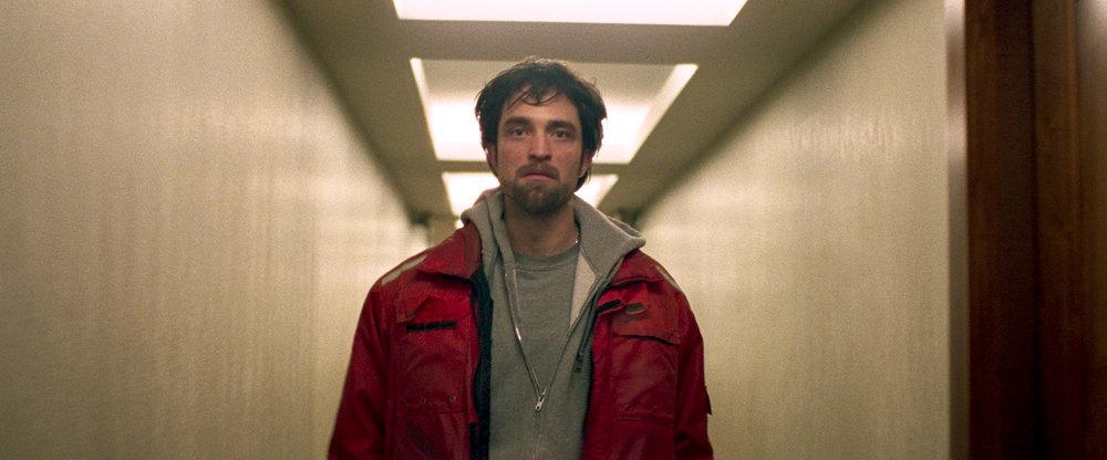 Robert Pattinson gives good stupid-criminal in Good Time